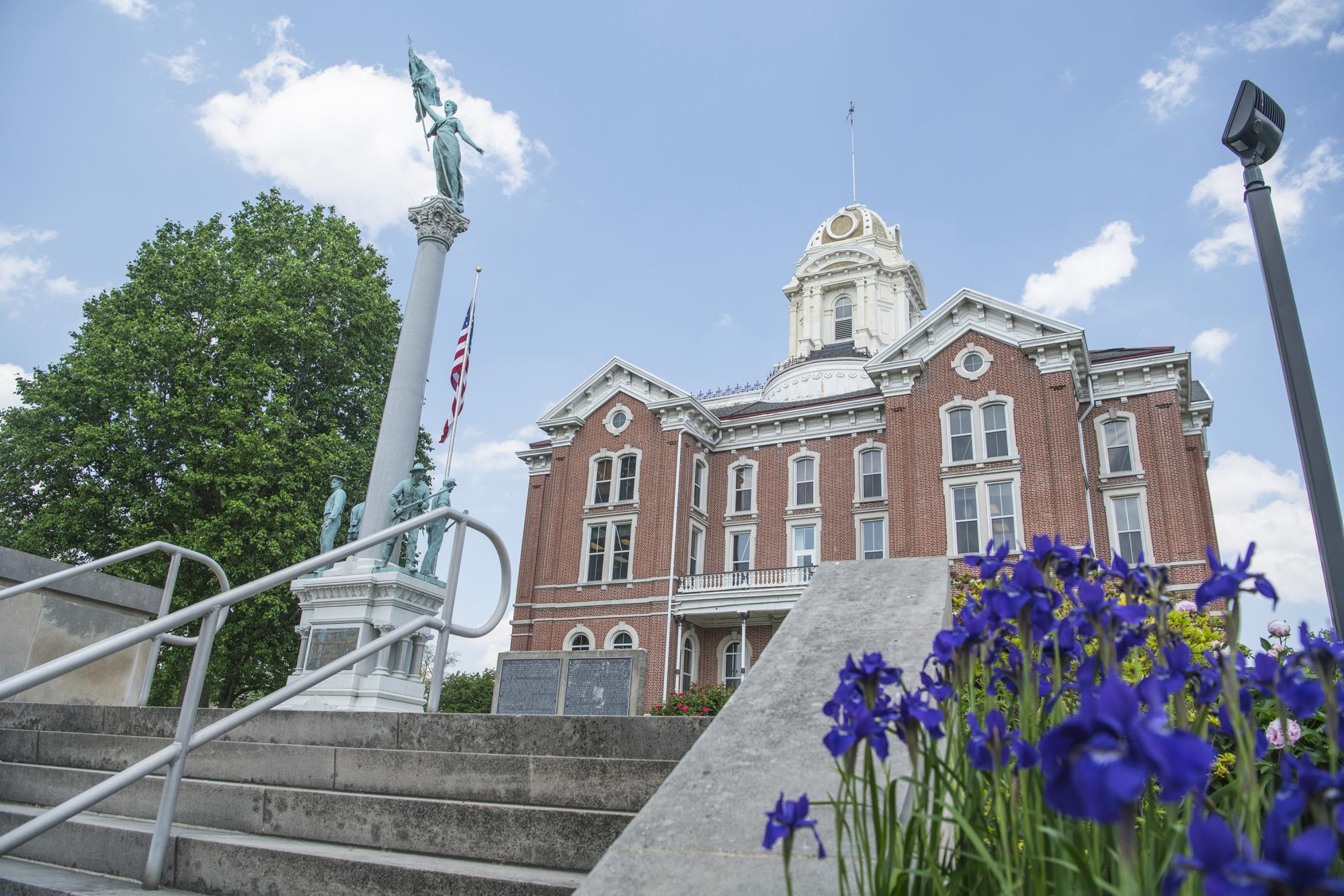 Mt Vernon Indiana - Courthouse